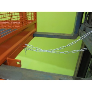 forklift-cage-securing-chain_5910